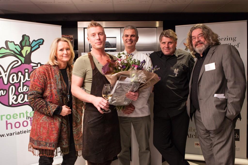Winnaar Creativiteit + partner + jury- vlnr Antoinette Hertsenberg (tv presentatrice en culinair journalist), Floris Versluijs (In de Keuken van Floris), Pietro Leeman (Joia), Jonnie Boer (de Librije), Felix Wilbrink (Telegraaf)
