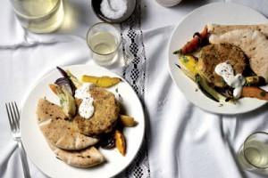 Bonenburger-met-geroosterde-groenten-en-yoghurtsaus_img600