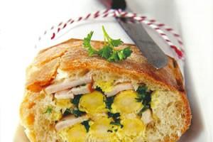 Picknickbrood met asperges en gerookte kip