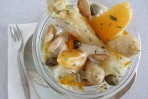 Salade van asperge en sinaasappel met dragondressing